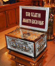 В Свято-Покрово-Никольский храм прибыли мощи святых